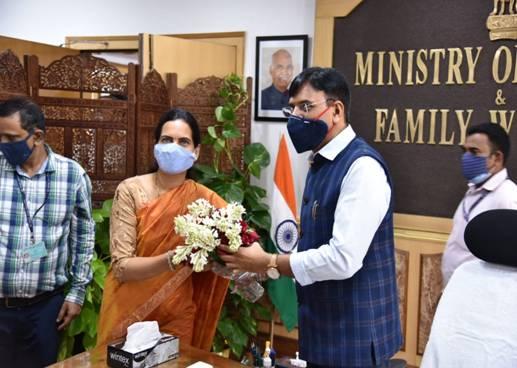 Mansukh Mandaviya takes charge as Union Minister of Health & Family Welfare & Dr. Bharati Pravin Pawar takes charge as Union Minister of State